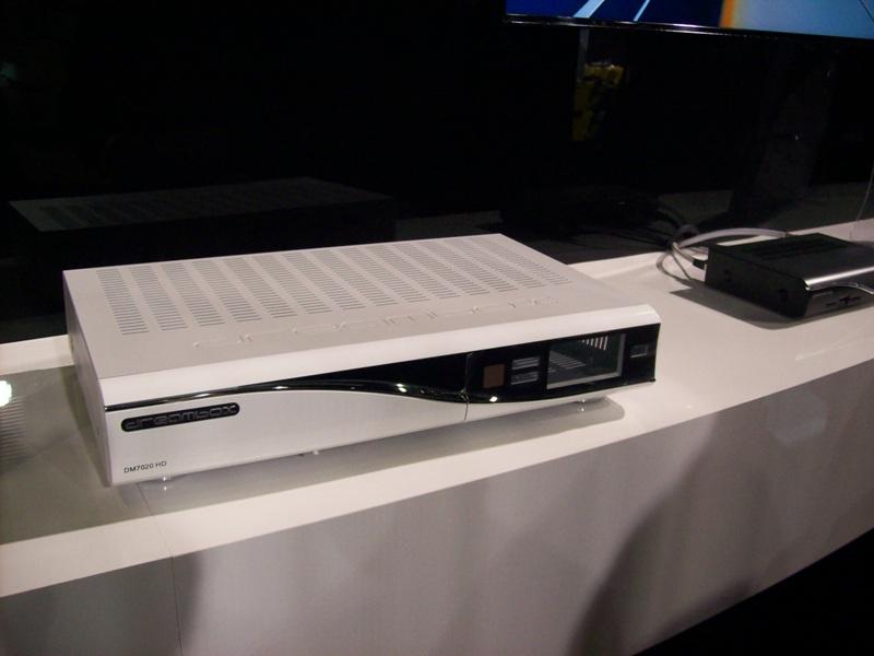 الصور الأولى Anga Cable- DM800se and 7020HD-