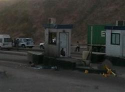 سائقو الشاحنات في العقبه يحطمون غرف شركة نافذ