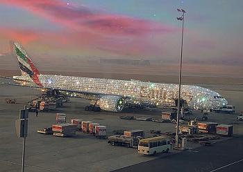 طائره من طراز Boeing 777 مرصعه بالكامل بالجواهر من طيران الامارات