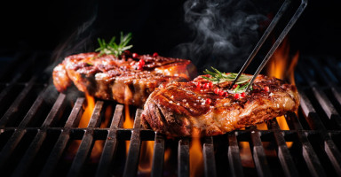 حلم أكل اللحم المطبوخ والنيء في المنام , تفسير لحم الحيوانات في المنام