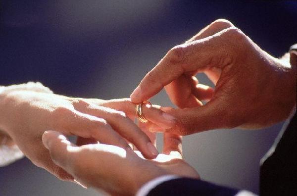 مكان الخاتم في اصبعك له معان كثيرة