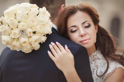 اجمل الصور عريس وعروسه مكتوب عليها , عبارات حب للعروسين مكتوبة على صور