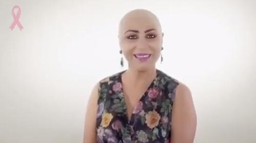 شاهد صور الفنانة الكويتية زهرة الخرجي تحلق شعرها بالكامل