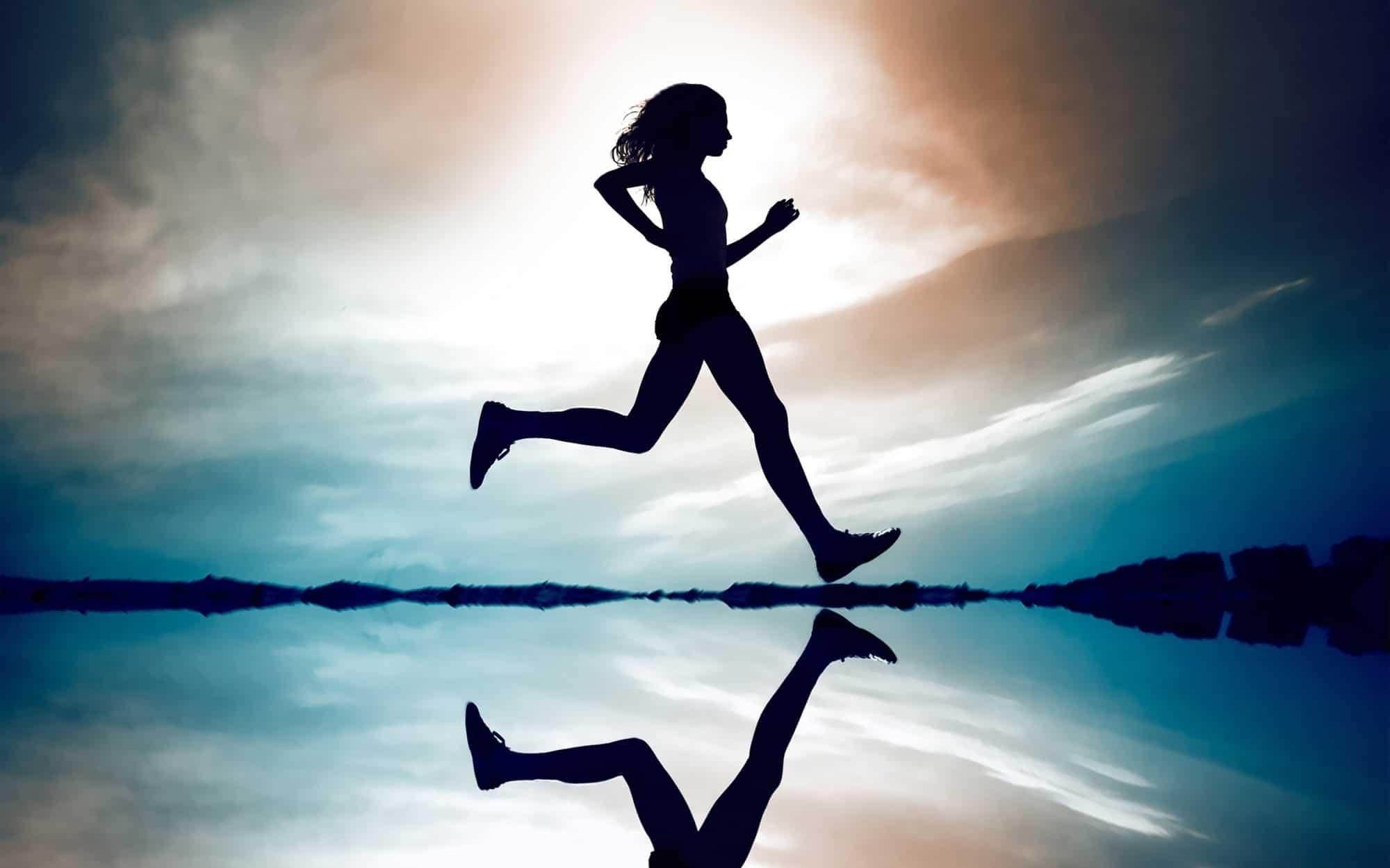 رؤية الجري في الحلم تفسير حلم الجري بسرعة للعزباء والمتزوجة والحامل
