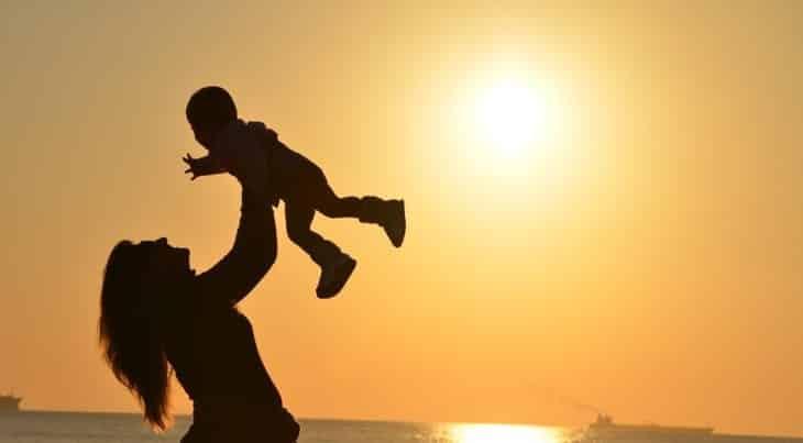 رؤيه الام في المنام , رؤية الام سواء كانت متوفيه أم علي قيد الحياه
