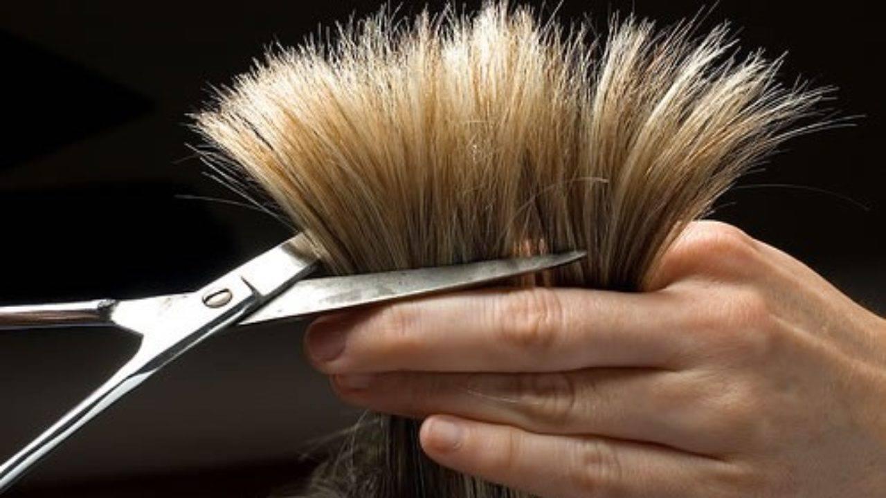 قص شعر العزباء من شخص مجهول بالمنام , تفسير حلم قص الشعر للعزباء بنفسها
