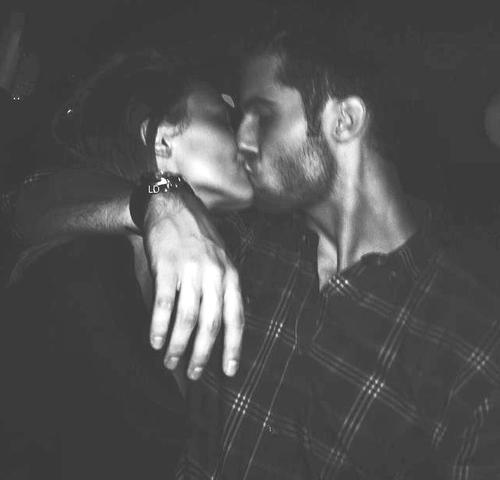 صور بوس جامدة اوضاع رومنسية صور ساخنة للمرتبطين