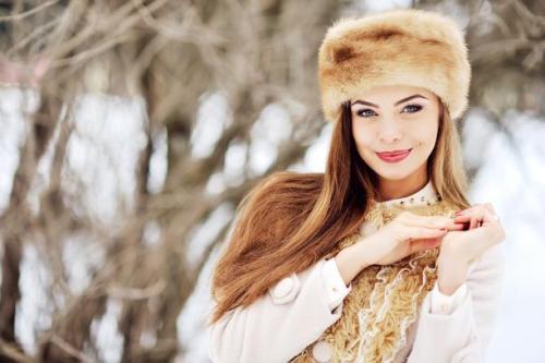 d9c28ae895c1a صور بنات بملابس الشتاء 2019