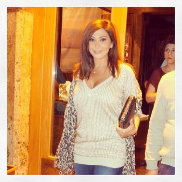 احدث صور اليسا فى أحد مقاهي وسط بيروت معبرة عن سعادتها في الجو الجميل 2013