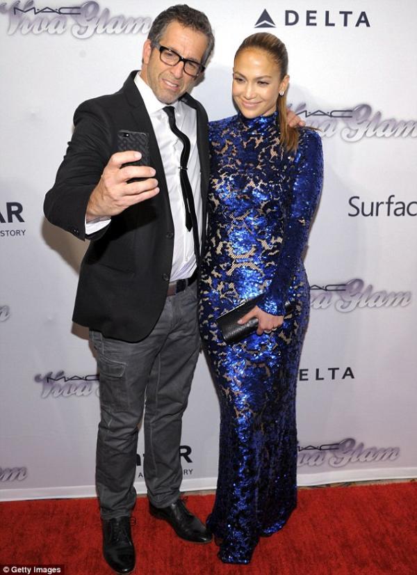 احدث صور النجمة جينيفر لوبيز أمس حفل 2013 amfAR Inspiration Gala في نيويورك