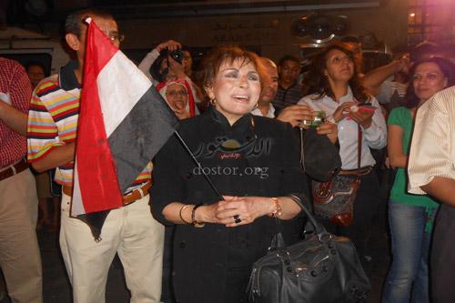 شاهد بالصورالفنانة الكبيرة لبنى عبد العزيز فى اعتصام وزاره الثقافه ضد الوزير 2013