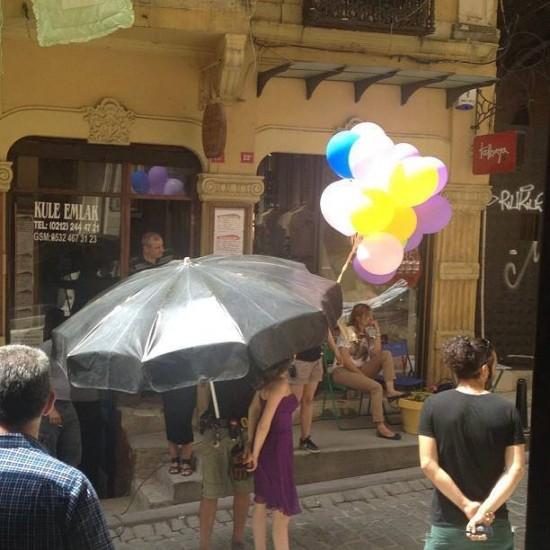صور النجمة بيرين سات تستحم فى إعلان الشامبو تم بثة على القنوات التركية 2013