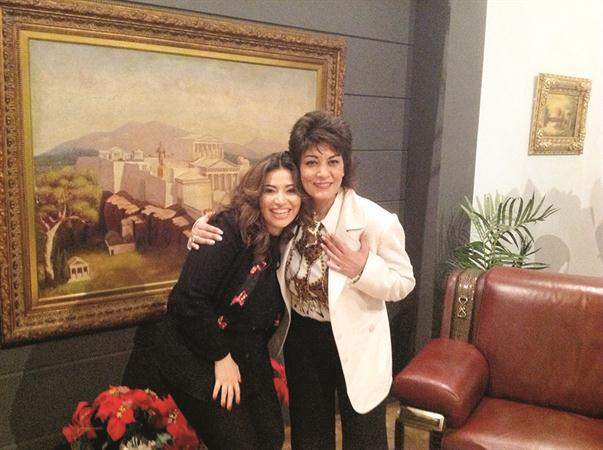 صورالفنانة غادة رجب مع سماح انور فى مسلسل نطرية لجوافة 2013