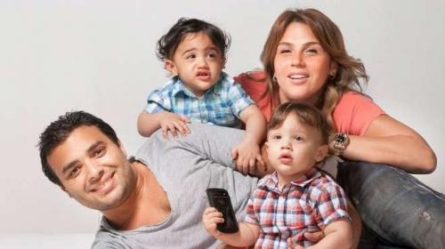 اول صور نشرت للمطرب رامي صبري صورة تجمعه بزوجتة شيرين عادل وأولادهما التوأم 2013