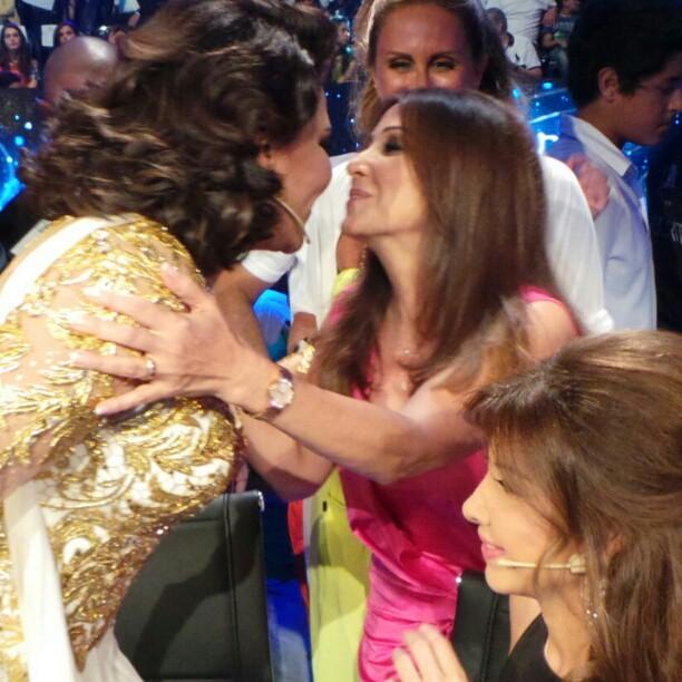 صور نانسي عجرم مع والدتها بالحلقة الاخيرة من برنامج Arab Idol 2