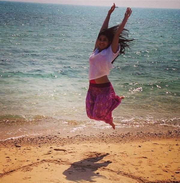 احدث صور الممثلة المصرية آيتن عامر على البحر بالمايوة 2013
