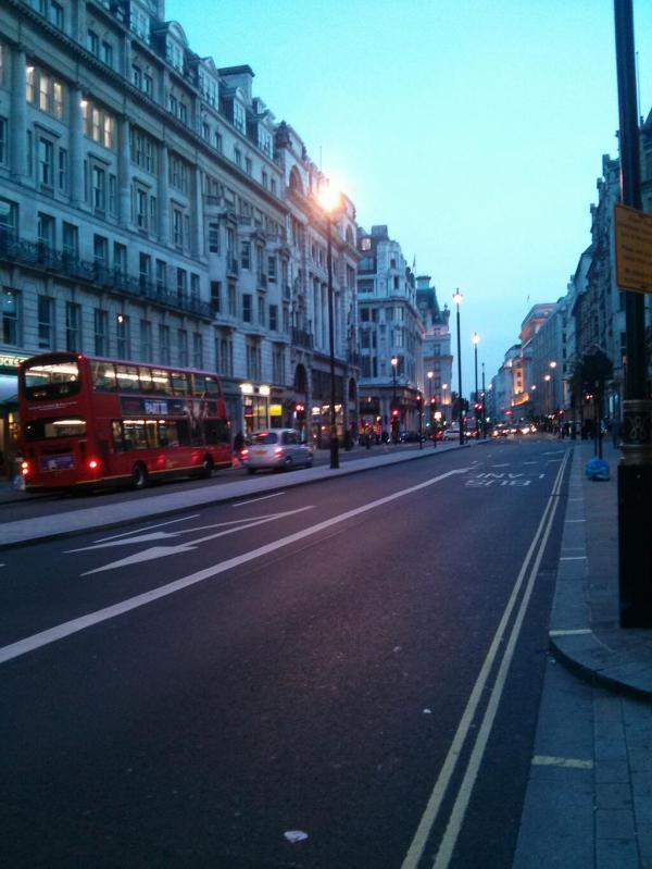 احدث صور الفنانة نانسى عجرم مع المعجبين فى لندن 2013