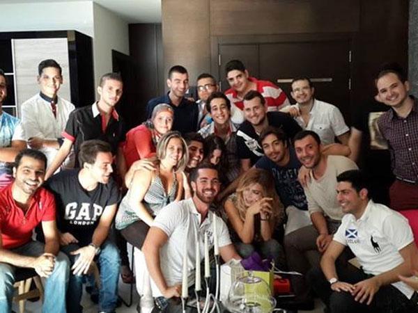 بالصور إستقبلت نول الزغبي العشرات من ال fans في منزلها وإحتفلوا بعيد ميلاد نجمتهم المفضلّة 2013