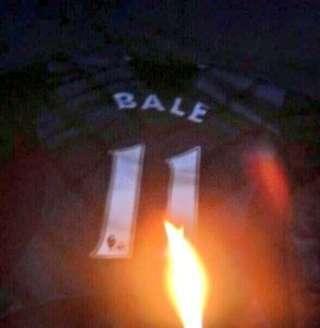 جماهير توتنهام غاضبة من إنتقال نجمها الويلزي غاريث بيل أفضل لاعبي الدوري الإنجليزي لصفوف ريال مدريد