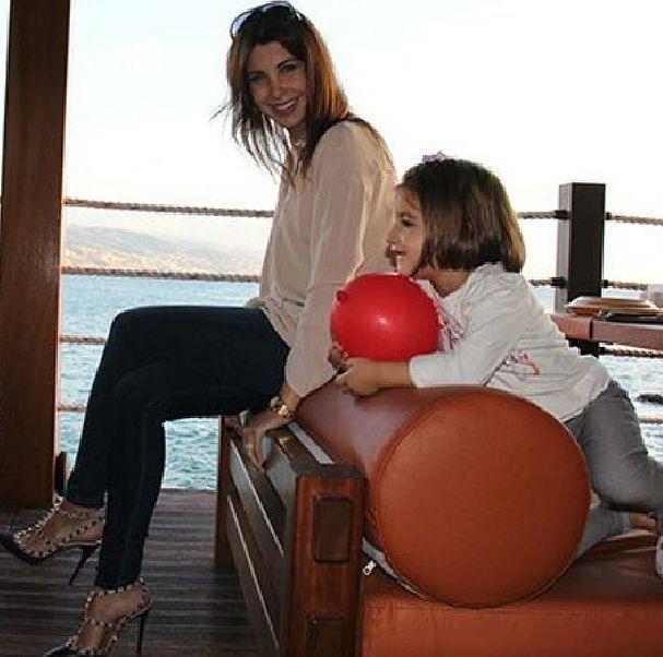 صور نانسي عجرم مع ابنتها ميلا 2014