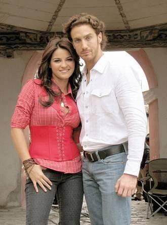صور لوكريسيا و خوليان ابطال مسلسل لن أدفع الثمن المكسيكي 2014