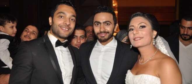 بالصور تامر حسني يحيي حفل زفاف أخيه