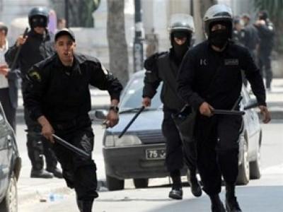 تونس اليوم - 10 قتلى بينهم 8 من الشرطة بمواجهات بين الأمن التونسي وأنصار التيار السلفي