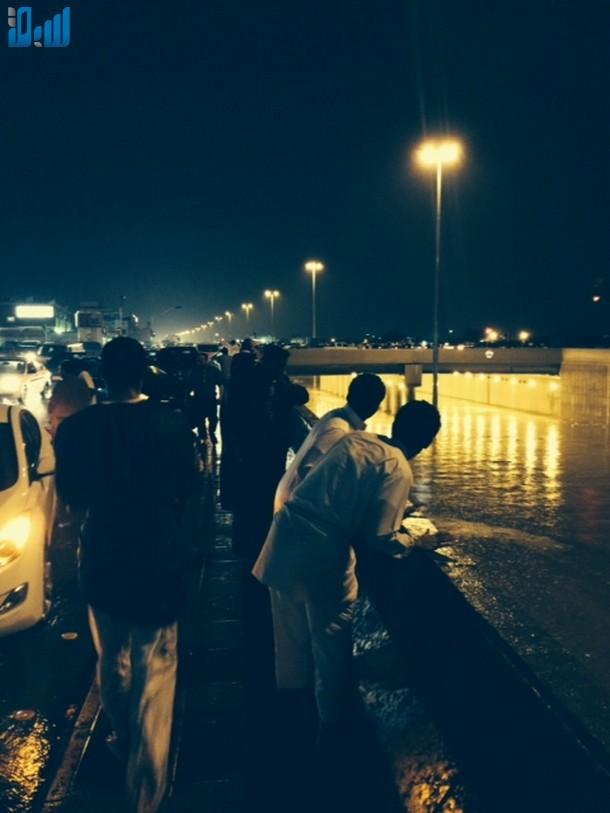 صور أمطار الرياض اليوم الاحد 17-11-2013 , صور فيضانات مدينة الرياض اليوم الاحد 14-1-1435