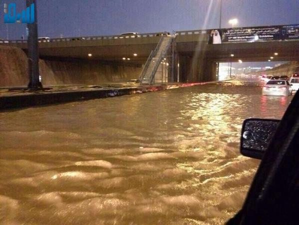 انهيارات صخرية وغرق أنفاق في أمطار الرياض 1435