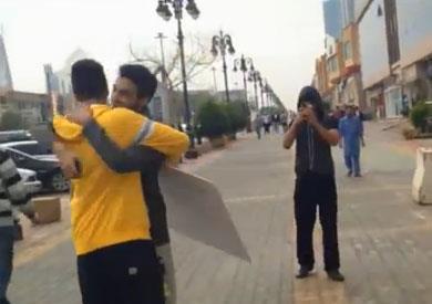 طالبات جامعة أم القرى بمكة يعتزمن الحضن المجاني , free hug الأحد 23-11-2013