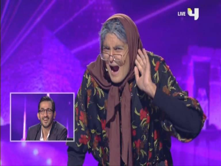 صور محمد الخطيب بدور امراة عجوز في الحلقة 11 في العروض المباشرة 23-11-2013