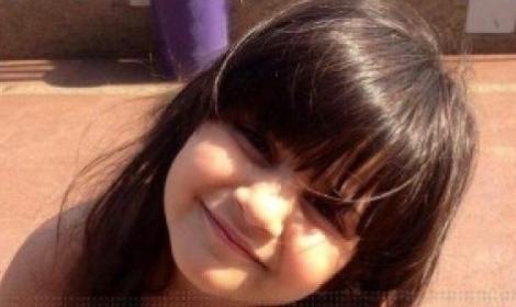 شخص يؤدى العمرة للطفلة زينة التى تم اغتصابها في بور سعيد برنامج صبايا الخير