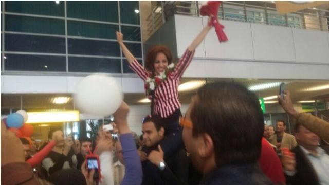 صور استقبال رنا سماحة في مطار القاهرة اليوم الجمعة 28-12-2013