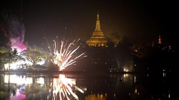 إحتفالات العالم بالسنة الجديدة 2014 , شاهد بالصور صور إحتفالات العالم بالسنة الجديدة 2014