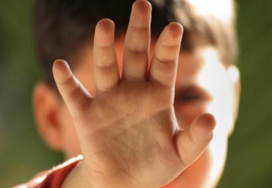 تفاصيل قضية اغتصاب طفل حضانة أبها 1435 , صور طفل أبها المغتصب في الحضانة 2014