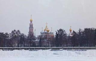 السياحة عبر نهر متجمد في روسيا