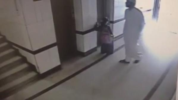 تحرش شاب بطفلة في المصعد 2014