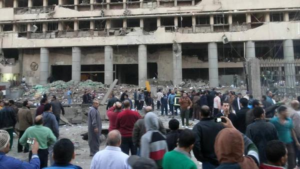 هجوم بسيارة مفخخة على مديرية أمن القاهرة اليوم الجمعة 24-1-2014