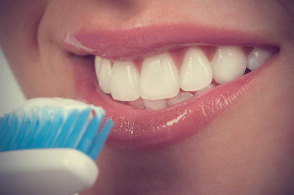 وصفة طبيعيه ممتازه لتبييض الأسنان في دقيقه 2014