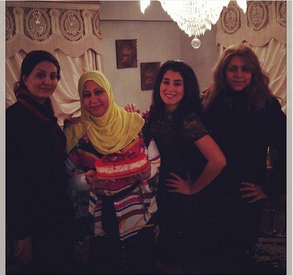 صور احتفال ايتن عامر مع شقيقتها وفاء عامر بعيد ميلاد والدتهم 2014