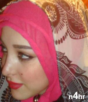صورة بسمة بوسيل بالحجاب والمكياج التي أثارت الجدل