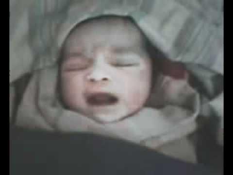 فيديو طفل حديث الولادة بدمشق يستبدل البكاء وينطق الله