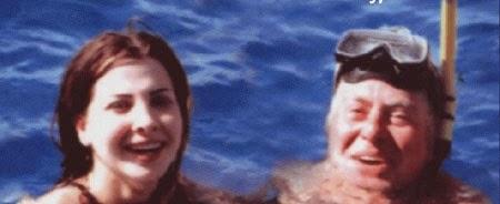 صور نانسى عجرم فى حمام السباحه مع فنان كبير تثير ضجه على الفيس بوك