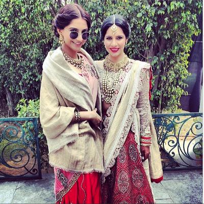 صور النجمة الهندية سونام كابور لها أثناء حضورها حفل زفاف إحدى صديقاتها 2014