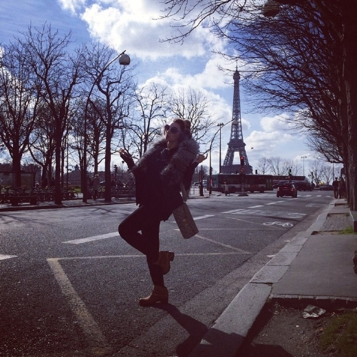 صور ملكة المسرح ميريام فارس تستمع بيوم باريسي مشمس 2014