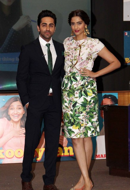 صور سونام كابور والنجم أيوشمان كورانا الترويج لفيلمهم الجديد Bewakoofiyaan 2014