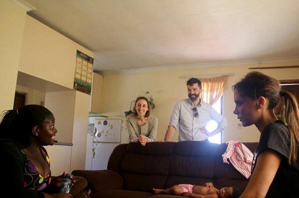 صور فيكتوريا بيكهام في زيارة كايب تاون في أفريقيا 2014