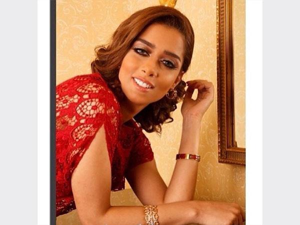 صور بلقيس فتحي ترتدي فيها فستان أحمر ناري أثار إعجاب جمهورها 2014