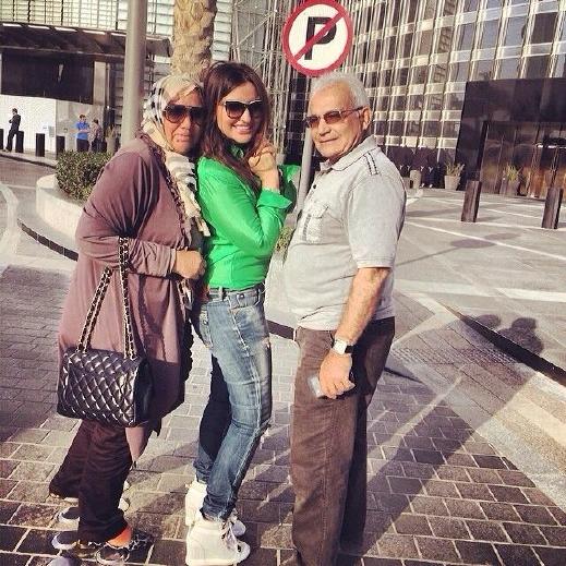 صور شذى حسون تتنزه برفقة والديها فى الامارات 2014