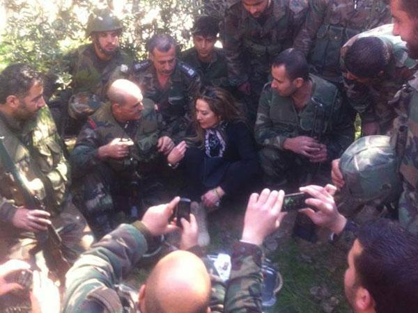 صور رغدة وسط كتيبة من الجيش السوري 2014